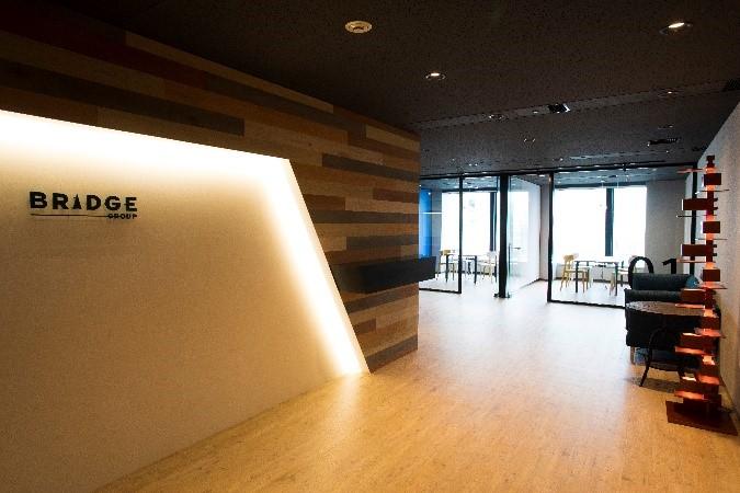 ブリッジインターナショナル株式会社 新宿オフィスのエントランス